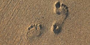 Marcher pieds nus pour favoriser la santé